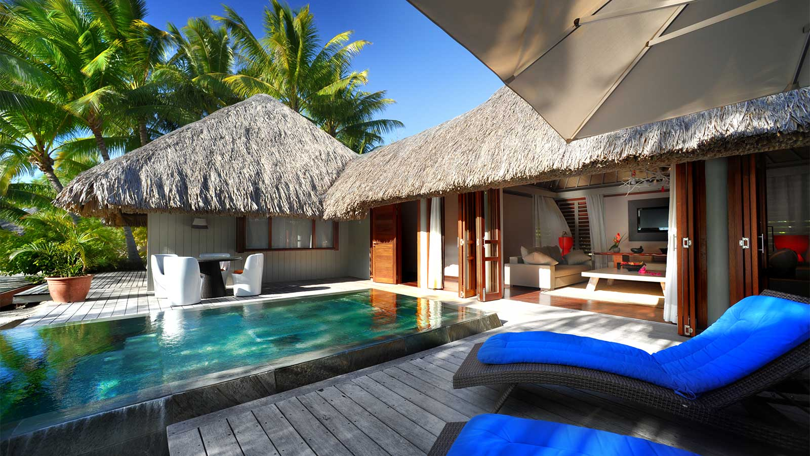 Beach bungalow at le m ridien bora bora for Beach villa design ideas